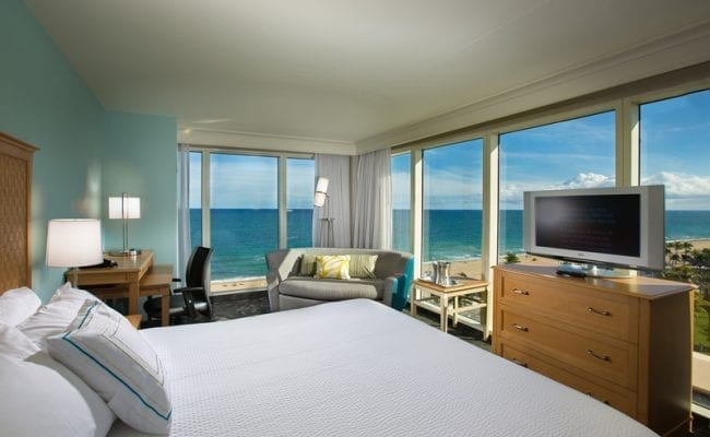CY-FLLCO-Ocean Front King Guest Room