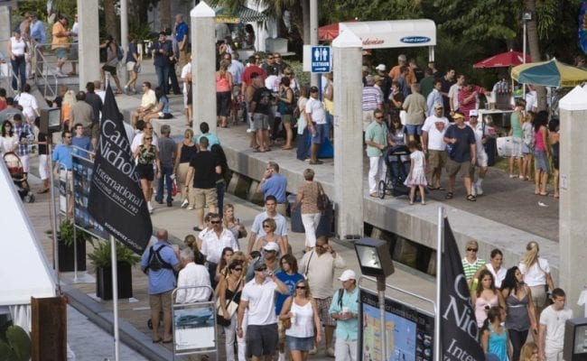 Large-Crowds-at-Boat-Show