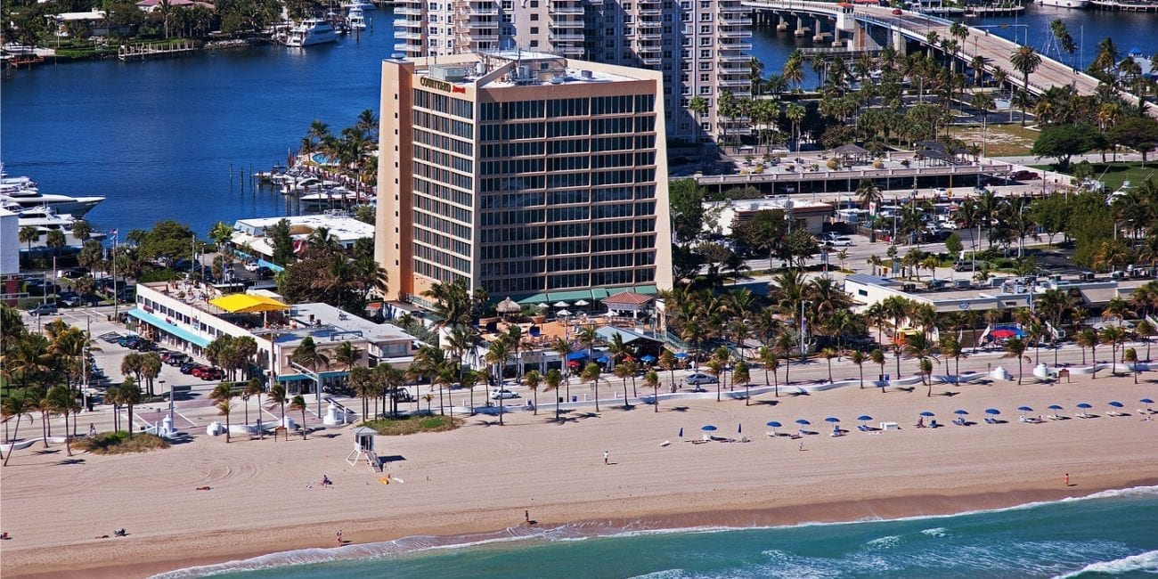 ft lauderdale beach courtyard hotel gets a face lift. Black Bedroom Furniture Sets. Home Design Ideas
