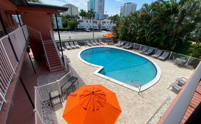 rolo beach pool