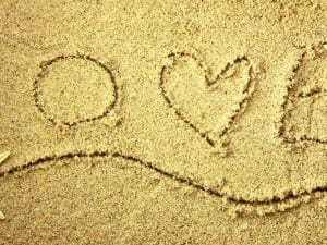 widescreen-love-heart-on-sand